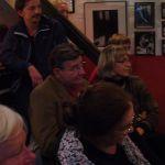 A közönség élvezi a muzsikát